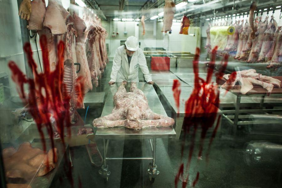 resident-evil-human-butchery_2